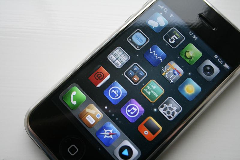 iPhone 5 mockup (photo pinoytutorial)
