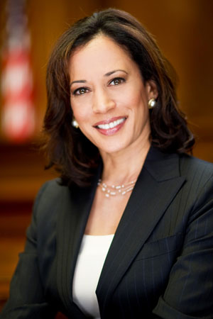 California Attorney General Kamala D. Harris signs accord with major IT companies (photo Government of California)