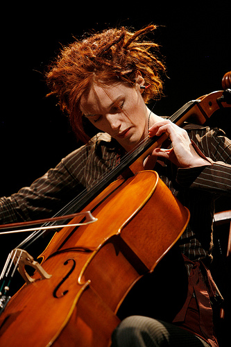 Zoë Keating, Cellist (photo Assaf Vestin)