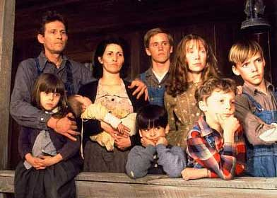 """Levon Helm in """"Coal Miner's Daughter"""" with Sissy Spacek (photo Universal)"""