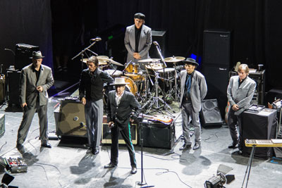 Bob Dylan and band on tour April 2012 Buenos Aires (photo by Adrian Lasso, Creative Commons)