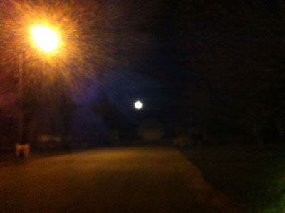 Perigee moon with iPhone (photo Stephen Pate)
