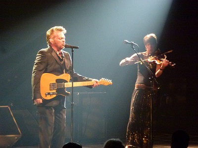 John Mellencamp and violinist Miriam Sturm (photo Stephen Downes creative commons license)