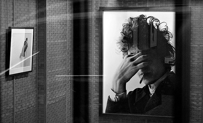 "Exhibition ""Bob Dylan by Jerry Schatzberg"" Galerie Dina Vierny, Paris (photo Elian Chrebor creative commons some rights reserved)"