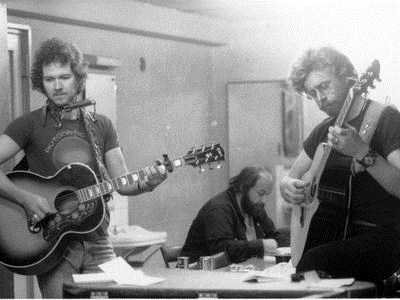 Murray McLauchlan Bernie Finkelstein and Bruce Cockburn backstage in Tokyo 1977 (photo Masahi/Kuwamoto)