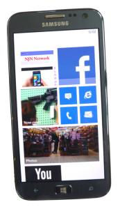 Smartphones as information hub - Samsung ATIV S (photo S. Pate/NJN)