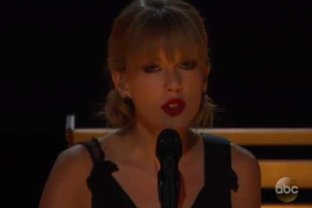 Taylor Swift at the 2013 CMA show with Allison Kraus and Vince Gill (ABC video)